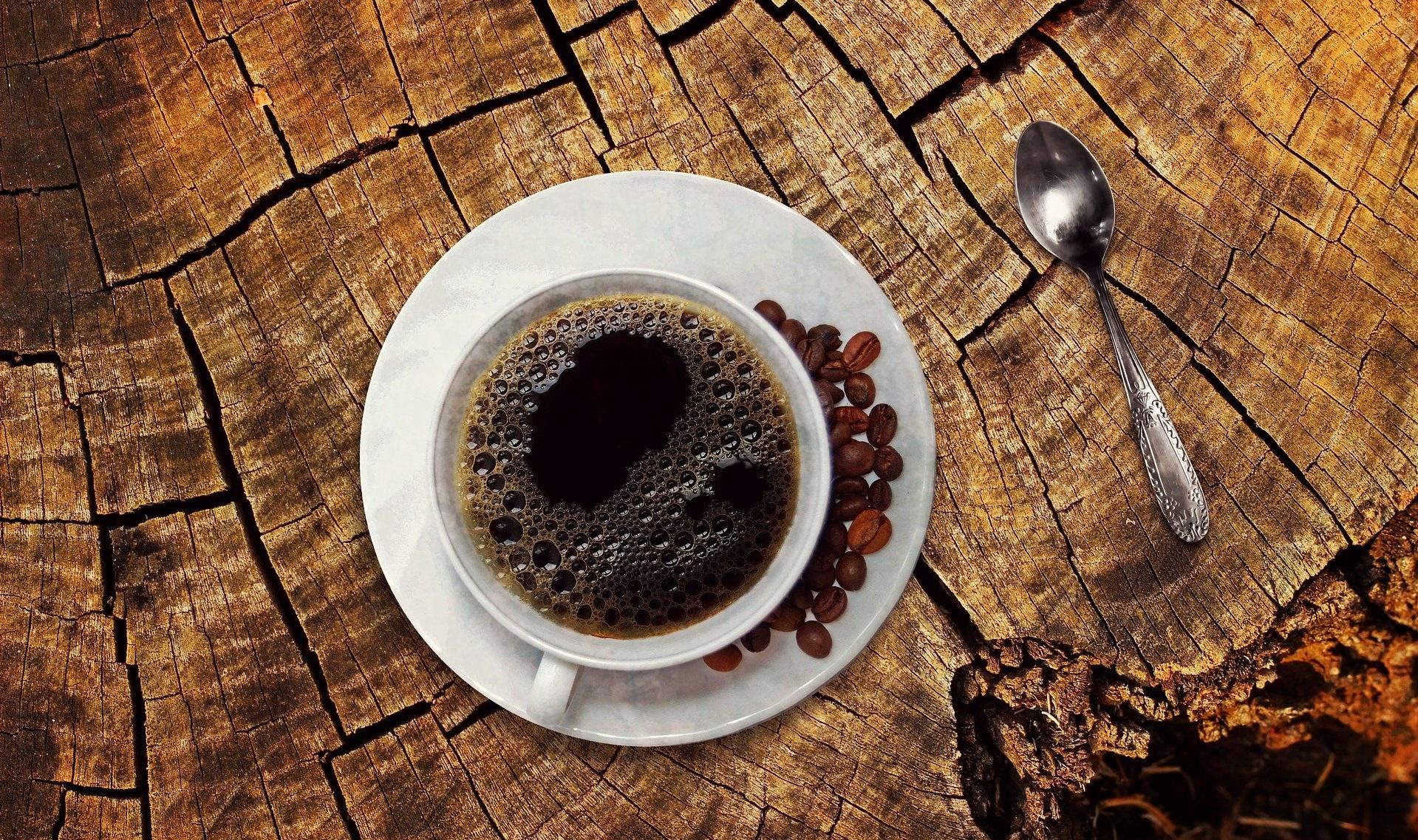 Učinki kofeina močnejši popoldne, pol ure pred vadbo pa pospešijo kurjenje maščob